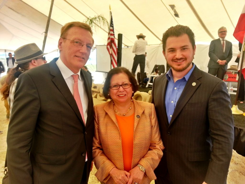 Texas Secretary of State Esperanza Andrade, Michael Treyger vom Office of the Governor (re.) und Wirtschaftsdelegierter Rudolf Thaler
